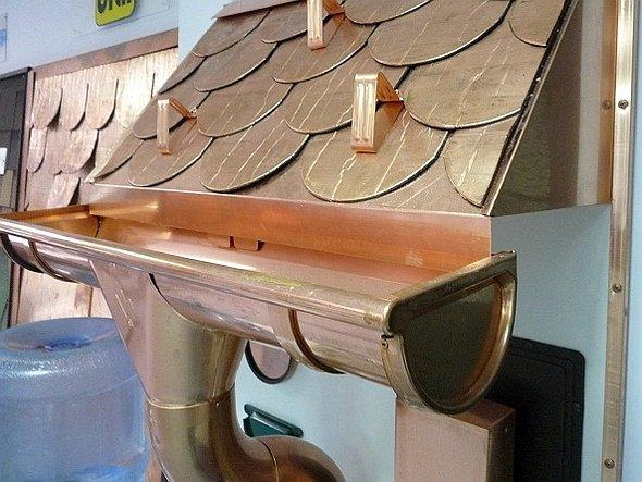 медный водосточный желоб для крыши