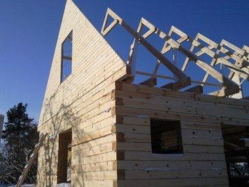фронтон на двускатной крыше