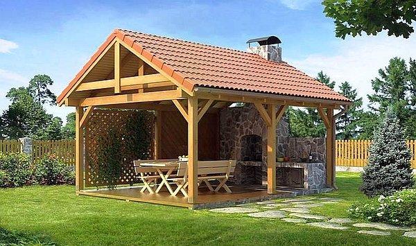 деревянная беседка с двускатной крышей