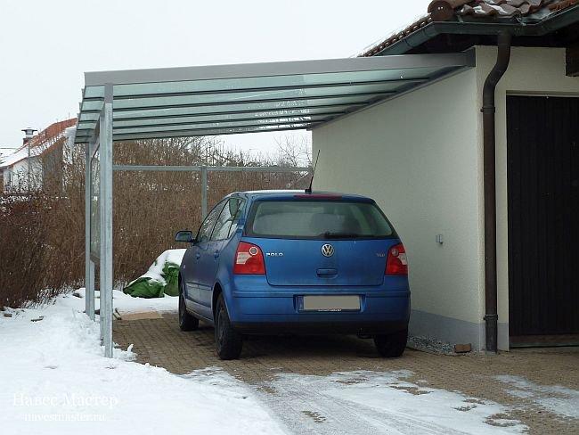 строение возле дома для авто