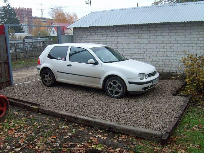 площадка для машины из щебня